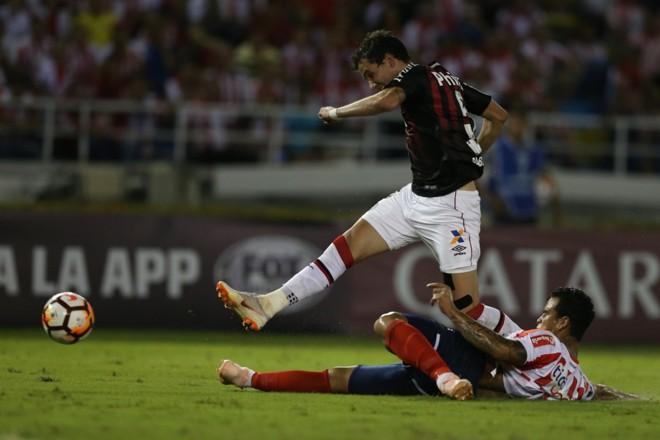 Atacante Pablo no lance em que fez o gol do Atlético na Colômbia   Albari Rosa/Gazeta do Povo/