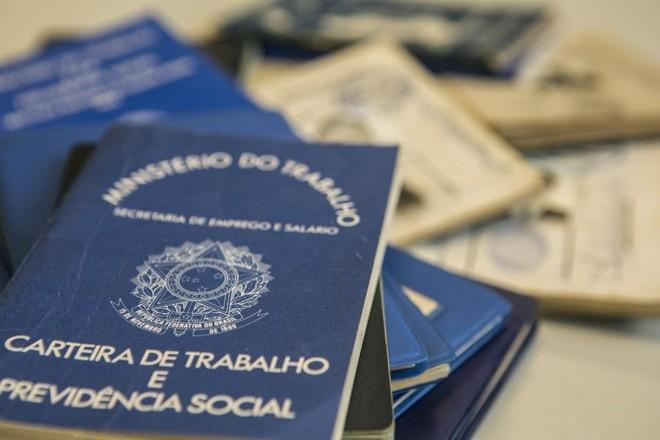 O FGTS é uma poupança compulsória dos trabalhadores com carteira assinada que rende 3% ao ano mais a correção da Taxa Referencial (TR). | Marcelo Andrade/Gazeta do Povo