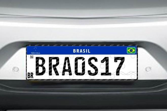 As novas placas têm sempre fundo branco e possuem quatro letras e quatro números misturados. | Arte / Gazeta do Povo
