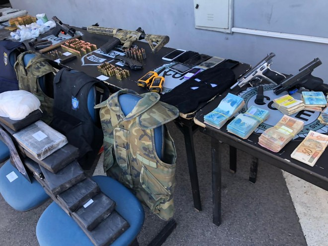 Diversos itens foram apreendidos pela polícia durante a investigação   Divulgação/Polícia Civil
