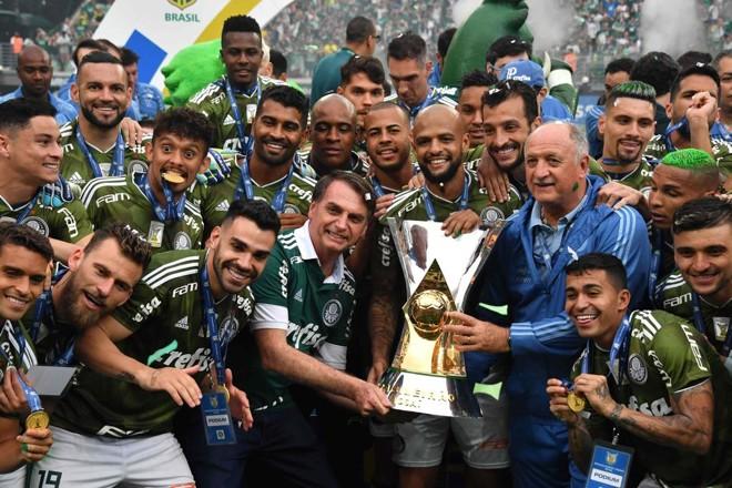 b7eb9addbaa Presidente eleito Jair Bolsonaro participou da festa do título do Palmeiras  no Allianz Parque.