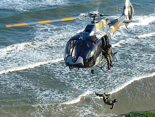 Helicóptero do Batalhão de Operações Aéreas faz resgates e salvamentos em todo o Paraná.   Divulgação/BPMOA