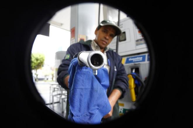 Paridade de preços do etanol e gasolina ganhou competitividade após o fim da política de subsídio da gasolina realizada pelo governo federal, durante a gestão de Dilma Rousseff.   Albari Rosa/Gazeta do Povo