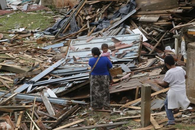 Algumas casas ficaram completamente destruídas | Lineu Filho/Tribuna do Paraná