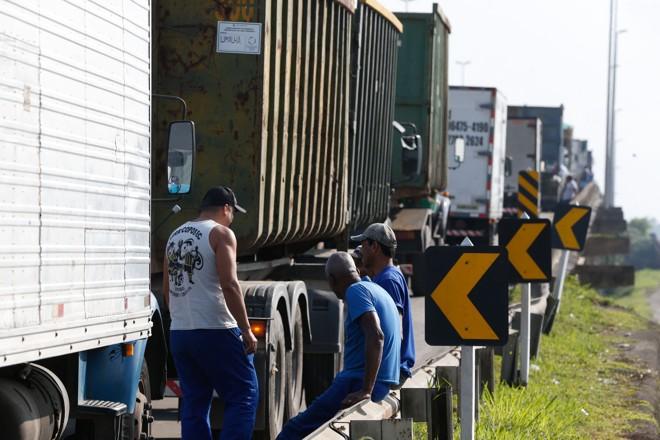 Caminheiros parados na greve de maio: articulação para nova paralisação em janeiro. | Tânia Rêgo/Agência Brasil