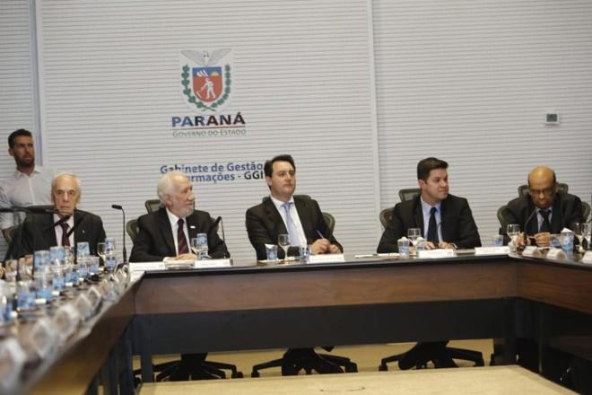 Ratinho Junior e seus secretários na primeira reunião do governo. | André Rodrigues/Gazeta do Povo