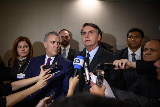 Presidente Jair Bolsonaro em raro momento de conversa com a imprensa durante o Fórum Econômico de Davos. | FABRICE COFFRINI/AFP