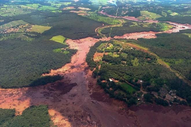 Imagem do Corpo de Bombeiros de MG mostra área onde rompeu a barragem da Vale, em Brumadinho (MG) | AFP