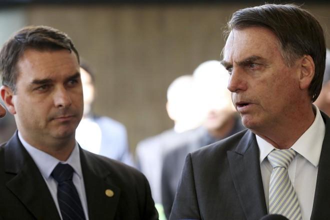 Flávio e Bolsonaro:   Wilson Dias/Agência Brasil