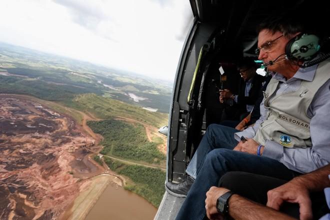 Bolsonaro sobrevoa a região atingida pelo rompimento da barragem Mina Córrego do Feijão | Isac Nóbrega/ Presidência da República
