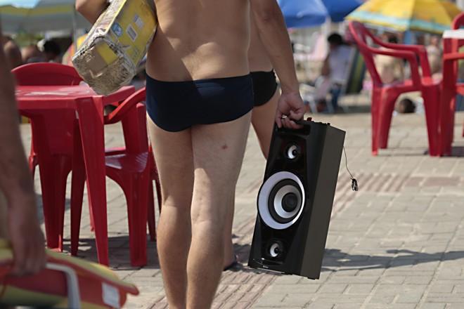 As caixas de som tomaram conta das areias neste verão | Albari Rosa/Gazeta do Povo