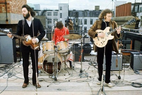No dia 30 de janeiro de 1969, os Beatles tocaram juntos pela última vez. A apresentação ficou conhecida como Apple Rooftop Concert | Reprodução
