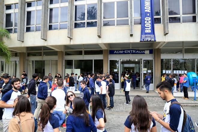 Prédio do campus da UFPR em dia de prova do vestibular da instituição. | Pedro Serapio/Arquivo/Gazeta do Povo