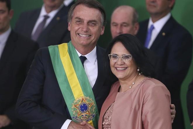Bolsonaro empossa a ministra Damares Alves: ministério terá  Diretoria de Promoção dos Direitos de Lésbicas, Gays, Bissexuais, Travestis e Transexuais . | Valter Campanato/Agência Brasil