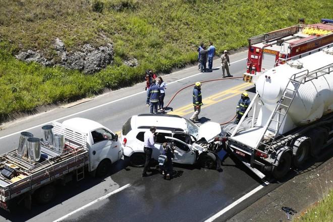 Acidentes com caminhões nas estradas não são raros, mas em alguns casos podem ser evitados com medidas preventivas dos motoristas. | Aniele Nascimento/Gazeta do Povo