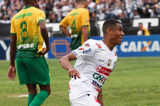 Erick comemora gol do Operário em partida contra o Cuiabá na Série C | Josué Teixeira/Gazeta do Povo