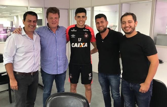 Ao centro,Léo Cittadini. | Divulgação