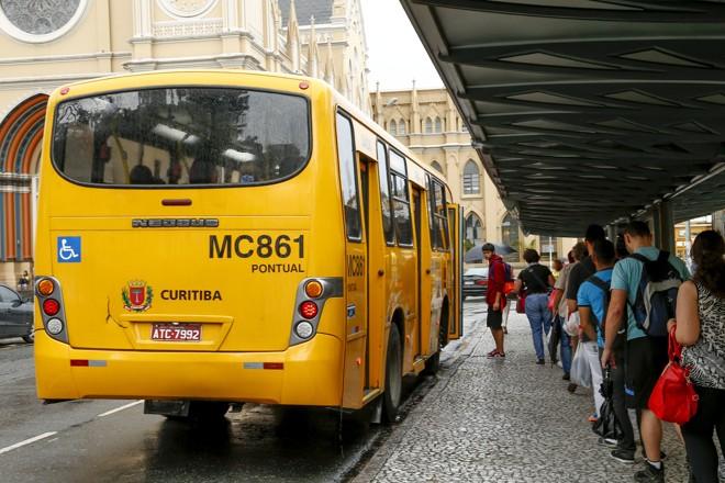 Em um ano, queda foi de 1,6% no número de usuários | Hugo Harada/Gazeta do Povo