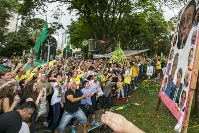 Manifestação contra corrupção em Curitiba. | Marcelo Andrade/Gazeta do Povo