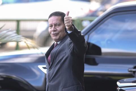 General Mourão, vice-presidente da República, defende a promoção do filho ao cargo de assessor especial da presidência do Banco do Brasil | José Cruz/Agência Brasil