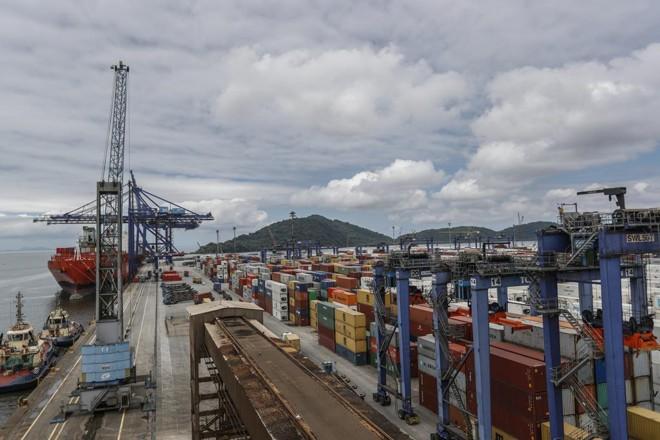 Terminal de Contêineres do Porto de Paranaguá.   Jonathan Campos/Gazeta do Povo