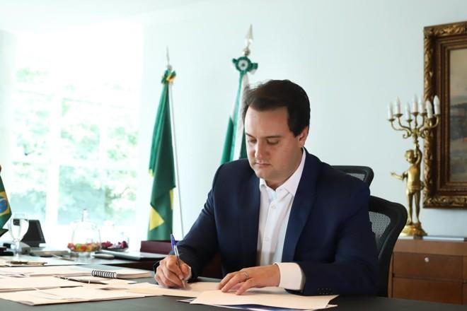 Governador Ratinho Junior na assinatura da PECque foi  enviada à Assembleia Legislativa.   Rodrigo Felix Leal / ANPr