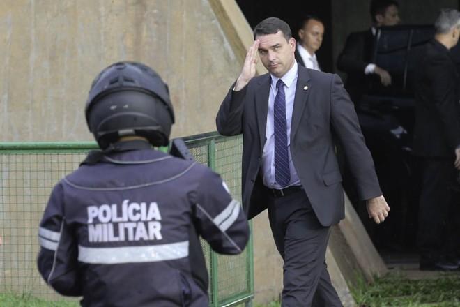 Senador eleito Flávio Bolsonaro (PSL-RJ). foi quem pediu a suspensão da investigação. | Fabio Rodrigues Pozzebom/Agência Brasil
