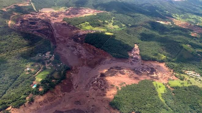 Vista aérea da área atingida pelo rompimento da barragem da Vale em Brumadinho | HO/AFP