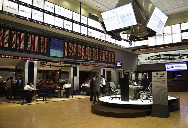 Hall da Bolsa brasileira, a B3, em São Paulo. Investimento é boa opção para quem tem planos de médio ou curto prazo. | Bigstock/