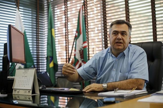 Beto Preto, secretário de Saúde do governo do Paraná, admite que será preciso criatividade para solucionar problemas com poucos recursos. | André Rodrigues/Gazeta do Povo