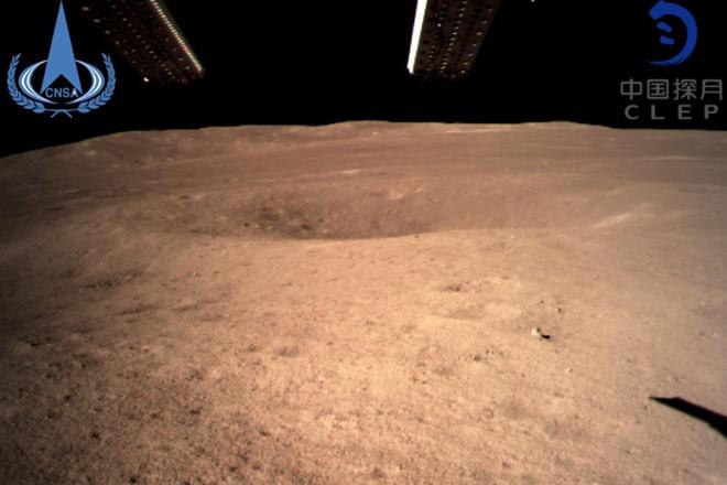 A primeira imagem do lado afastado da Lua feita pela sonda chinesa Chang'e-4 | Administração Espacial Nacional da China