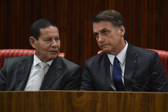 Mourão e Bolsonaro: mais um desgaste para um governo recém-iniciado. | Valter Campanato/Agência Brasil