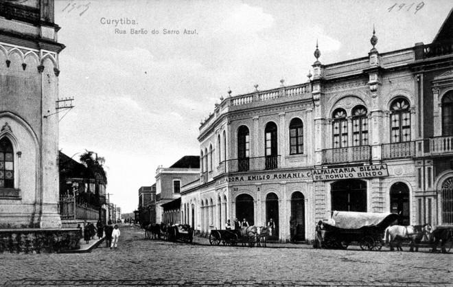 Rua Barão do Serro Azul em 1919. À esquerda, a Catedral | Acervo da Casa da Memória