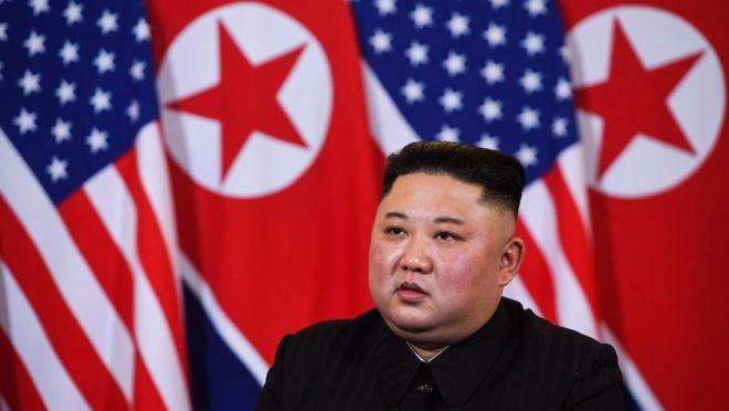 O ditador da Coreia do Norte, Kim Jong Un, durante cúpula com o presidente americano, Donald Trump, 27 de fevereiro, em Hanói. Foto: Saul LOEB / AFP
