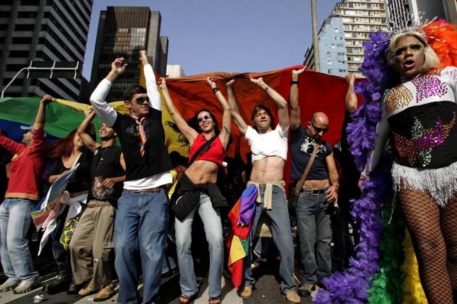 Foliões participam da Parada Gay, em São Paulo (2006) | Mauricio Lima/AFP