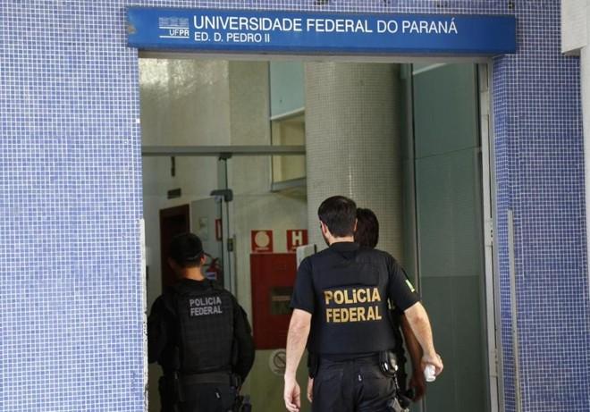 Polícia Federal fez busca e apreensão de documentos na UFPR.   Aniele Nascimento/Arquivo Gazeta do Povo