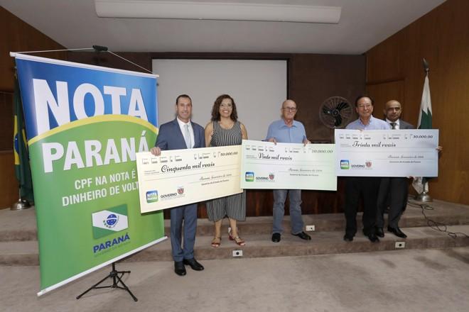 A ganhadora do prêmio principal investirá R$ 50 mil em uma casa na praia.   Arnaldo Alves/ANPR