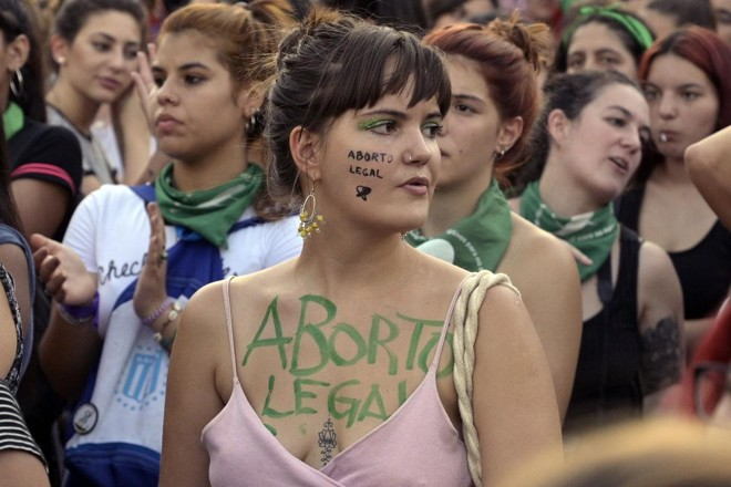 Na Argentina, ativistas voltam a pedir pela legalização do aborto | JUAN MABROMATA/AFP