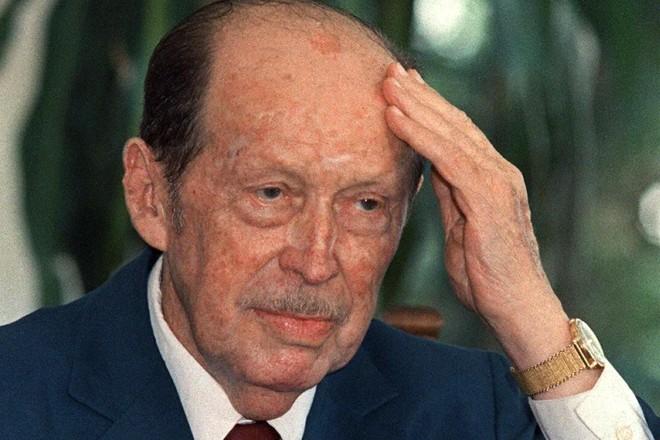 Foto de arquivo do ex-ditador paraguaio Alfredo Stroessner (que governou o Paraguai entre 1954 e 1989), em 07 de fevereiro de 1989, em Itumbiara, Goiás. | ANTONIO SCORZA/AFP