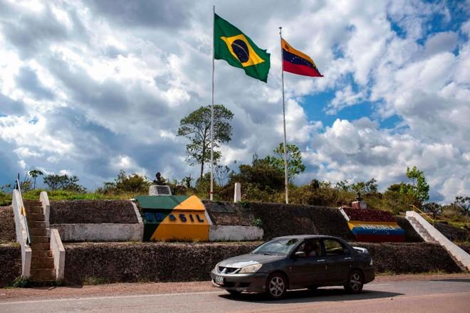 Foto de arquivo tirada em 27 de fevereiro de 2018 mostra uma visão geral da fronteira Brasil-Venezuela, em Pacaraima, Roraima | MAURO PIMENTEL/AFP