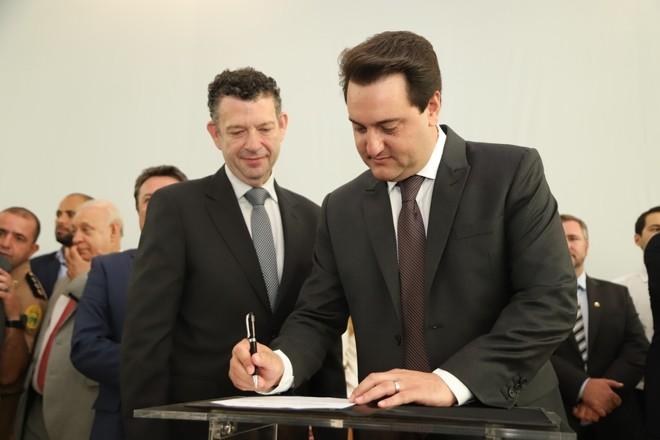 O governador e o diretor-presidente da ParanáDesenvolvimento, José Eduardo Bekin. | José Fernando Ogura/ANPR