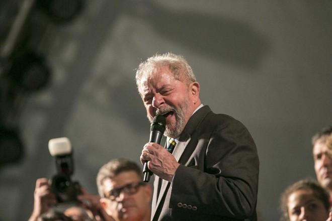 No total, o ex-presidente Lula foi condenado a 25 anos de prisão, contando a sentença do sítio de Atibaia e do  caso do tríplex no Guarujá. | Marcelo Andrade/Gazeta do Povo