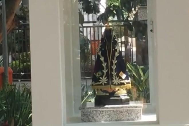 Oratório com imagem de Nossa Senhora Aparecida fica em praça do Leblon, na zona Sul do Rio de Janeiro (RJ). | Reprodução/Facebook Paróquia Santos Anjos - Leblon
