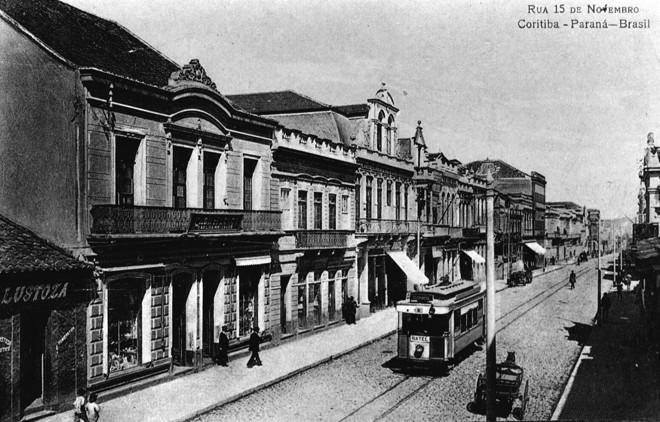 Bonde elétrico nos trilhos da Rua XV em 1919 | Acervo da Casa da Memória
