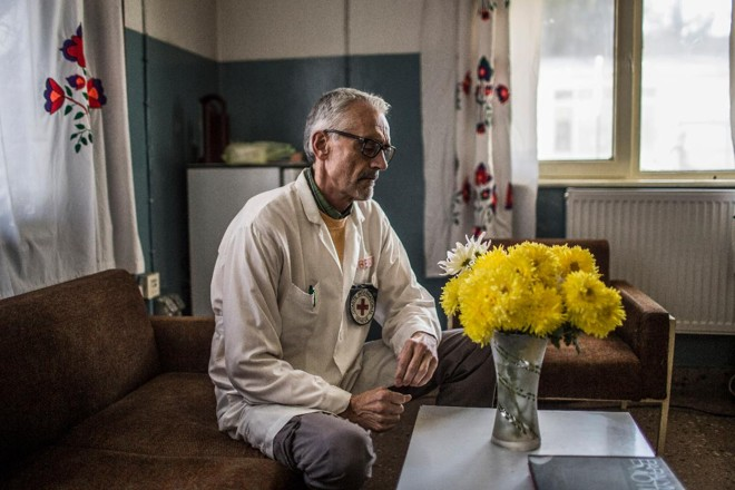 Dr. Alberto Cairo no Centro Ortopédico de Kabul no Afeganistão, 22 de novembro de 2014 | BRYAN DENTON/NYT