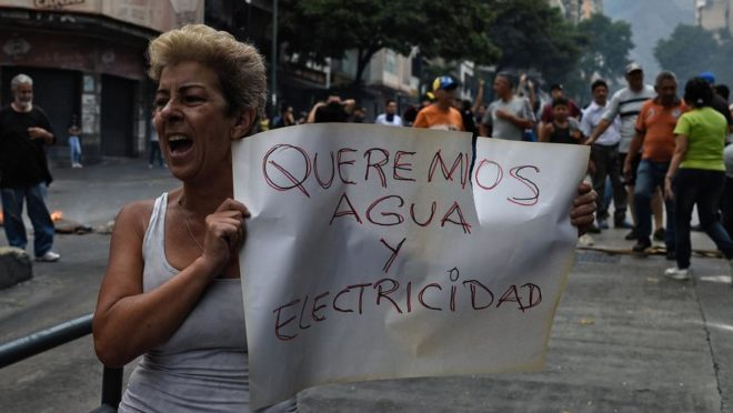 Protestos por água e eletricidade em Caracas