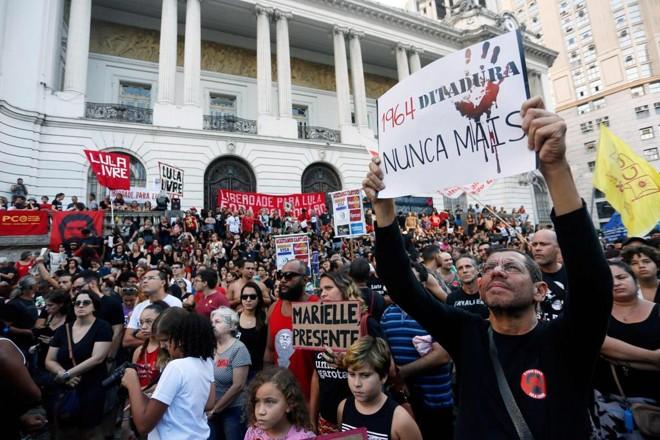 Manifestantes se reuniram na Cinelândia, no centro doRio | Daniel Ramalho/AFP