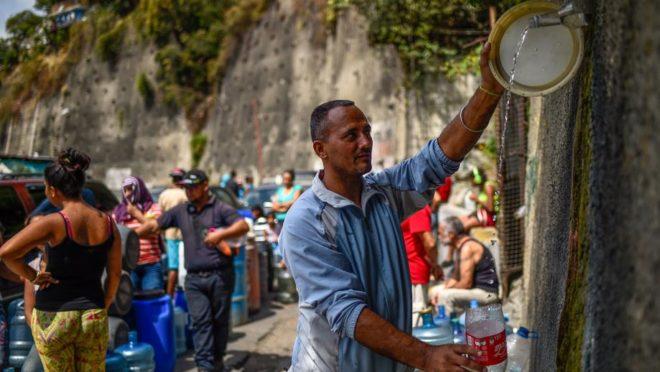 Falta de água na Venezuela, após apagão prolongado