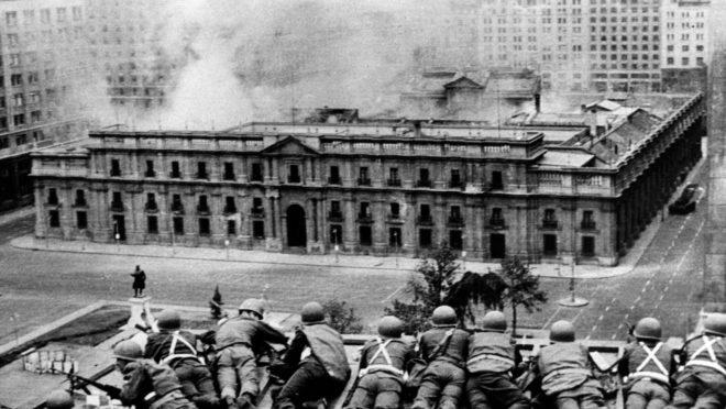 Tropas do exército chileno em golpe militar liderado pelo general Augusto Pinochet – que  depôs o ex-presidente Salvador Allende, em 11 de setembro de 1973. | Foto: AFP / Arquivo.