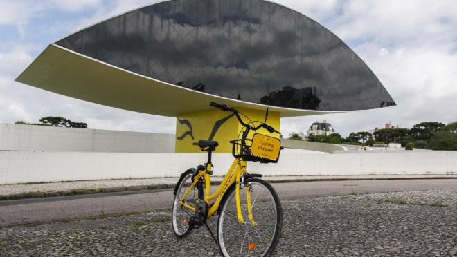 Bicicleta compartilhada da Yellow em Curitiba. Foto: Cassiano Rosario/Gazeta do Povo.